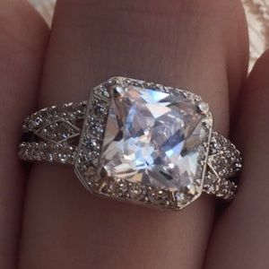 🏆HOST PICK🏆💫💎Antique Style Faux Diamond Ring